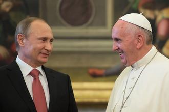 Владимир Путин и папа римский Франциск во время встречи в Ватикане
