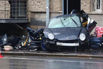 Последствия смертельной аварии с участием спорткара Porsche в центре Москвы, 2015 год