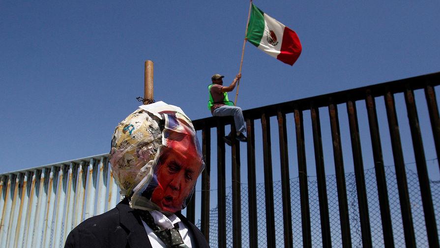 Трамп ввел пошлину на все товары из Мексики из-за нелегалов