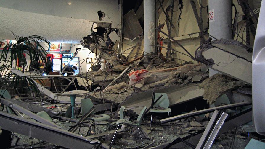 В «Трансвааль-парке» после обрушения крыши, 14 февраля 2004 года
