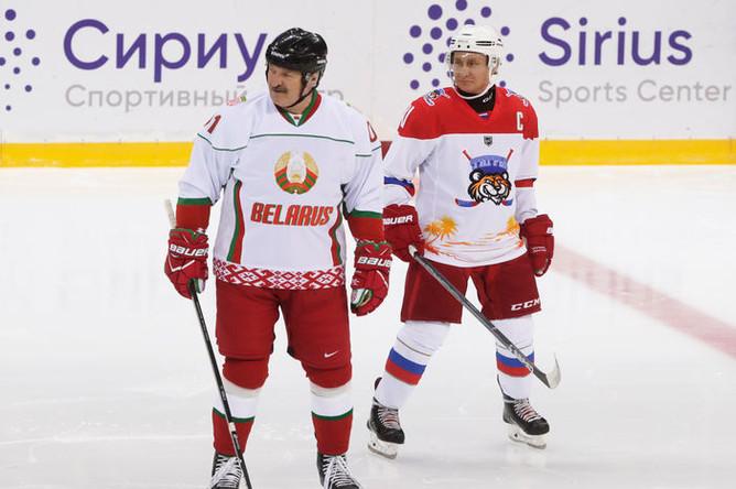 Президент Белоруссии Александр Лукашенко и президент России Владимир Путин во время тренировочной игры в хоккей в Сочи, 15 февраля 2019 года