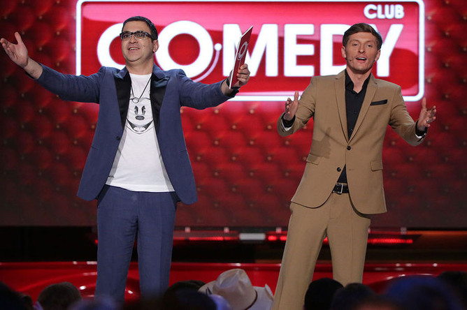 Шоумены Гарик Мартиросян и Павел Воля на съемках комедийного шоу Comedy Club, 2015 год
