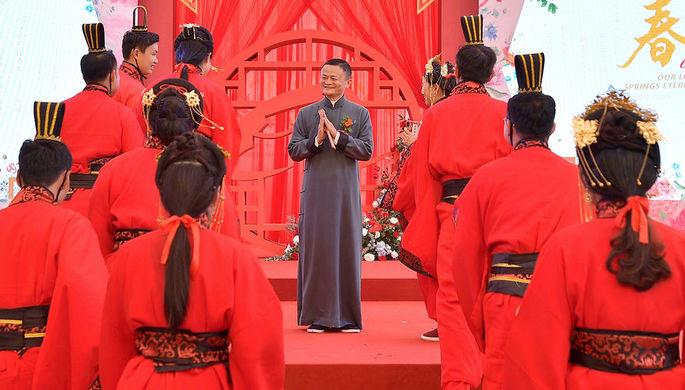 Основатель Alibaba Group Джек Ма во время свадебной церемонии для сотрудников компании в Ханчжоу, май 2019 года
