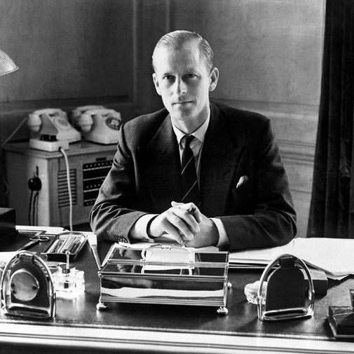 За все прошедшие годы ветеран Второй мировой войны принц Филипп завоевал репутацию человека гордого, резкого, остроумного до язвительности — члены семьи, которые вели себя неподобающим образом, впадали у него в опалу и боялись оказаться с ним в одной комнате