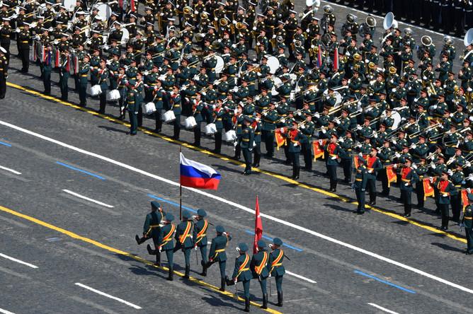 Военнослужащие парадных расчетов на военном параде в ознаменование 75-летия Победы в Великой Отечественной войне 1941-1945 годов на Красной площади в Москве, 24 июня 2020 года