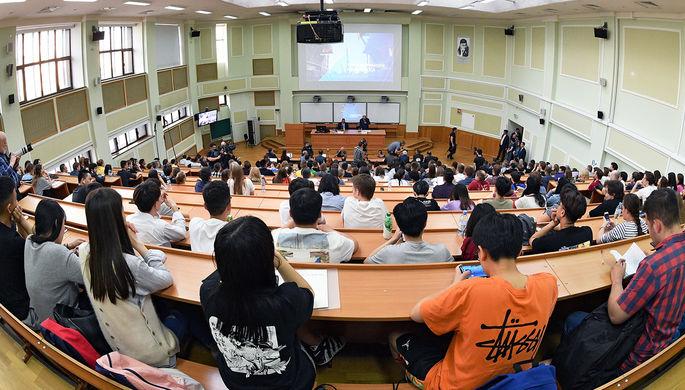 Удаленка закончилась: студенты возвращаются в аудитории