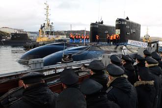 Дизель-электрические подводные лодки Северного флота «Калуга» и «Липецк» у пирса города Полярный