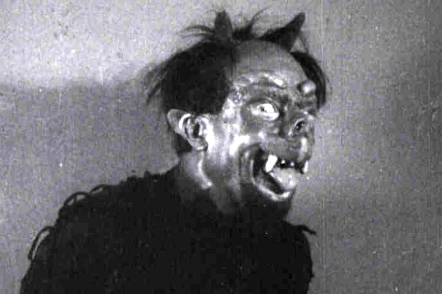 Кадр изфильма «Ночь передРождеством», 1913год