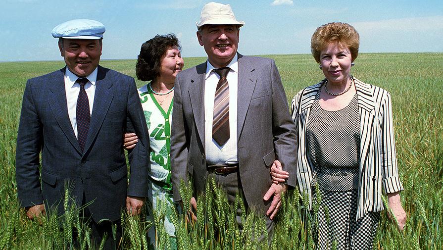 Михаил Горбачев и Раиса Горбачева во время встречи с президентом Казахстана Нурсултаном Назарбаевым и его супругой, 1991 год