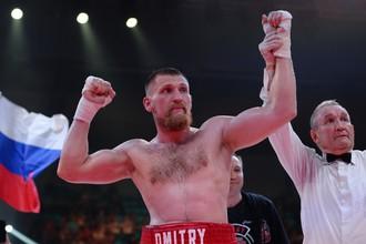 Российский боксер Дмитрий Кудряшов празднует победу в бое за титул чемпиона WBA International в первом тяжелом весе
