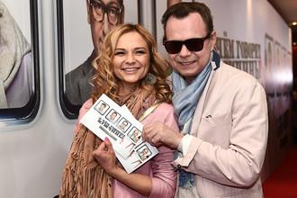 Певец Владимир Левкин с супругой на премьере фильма «О чем говорят мужчины. Продолжение»