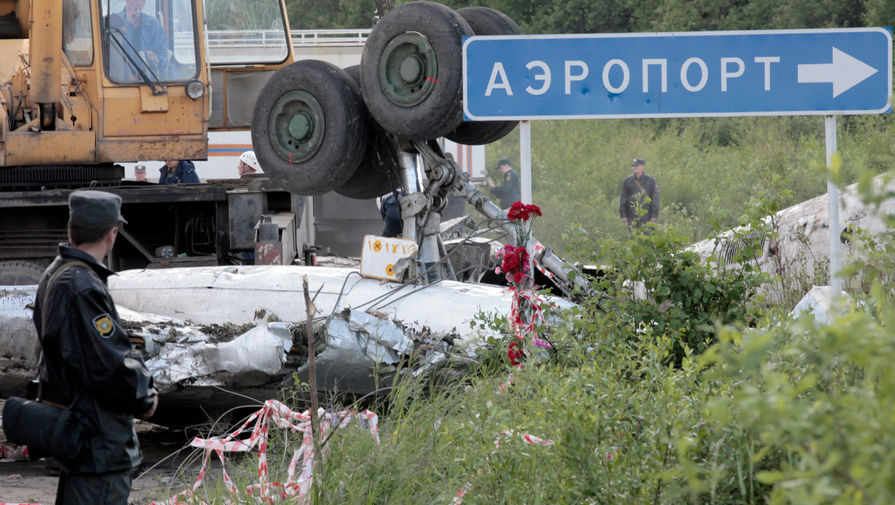 Разбор обломков самолета Ту-134 авиакомпании «РусЭйр», разбившегося при заходе на посадку недалеко от аэропорта «Петрозаводск (Бесовец)», 21 июня 2021 года