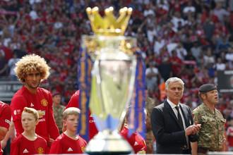 Главный тренер «Манчестер Юнайтед» Жозе Моуриньо с прицелом на трофей