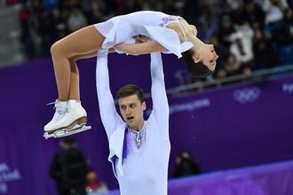 Наталья Забияко и Александр Энберт (Россия) выступают в произвольной программе парного катания на соревнованиях по фигурному катанию на XXIII зимних Олимпийских играх.