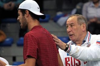 Карен Хачанов (Россия) и капитан сборной России Шамиль Тарпищев, 2017 год