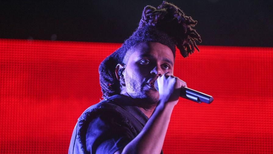 The Weeknd во время выступления на фестивале музыки и искусств Coachella, 2015 год