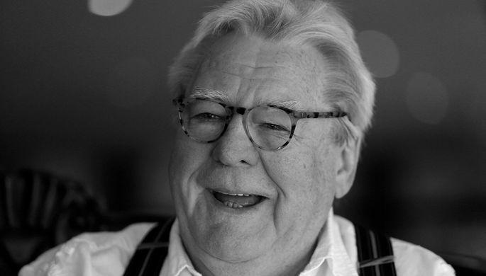 <b>Алан Паркер (14 февраля 1944 – 31 июля 2020)</b>. Британский кинорежиссер, сценарист и продюсер. Известен благодаря своим фильмам «Полуночный экспресс», «Стена» (совместно с Роджером Уотерсом) и «Жизнь Дэвида Гейла»