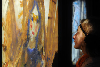 В московском Малом Манеже открылась выставка «Зверев в огне»