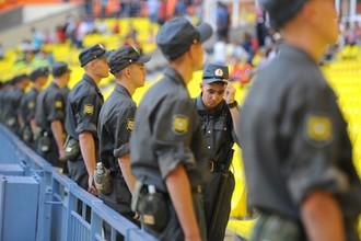 Во время футбола сотрудники полиции будут смотреть не только на зрителей, но и на поле