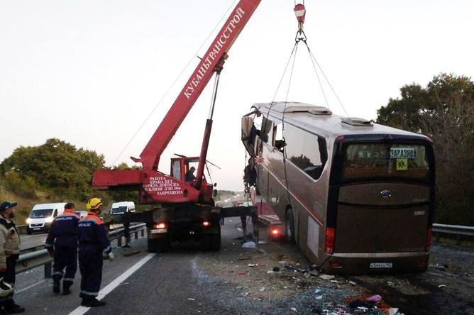 Последствия ДТП с участием пассажирского автобуса в Краснодарском крае, 26 сентября 2017 года