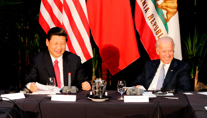 Председатель КНР Си Цзиньпин и вице-президент США Джо Байден во время встречи в Лос-Анджелесе, 2012 год