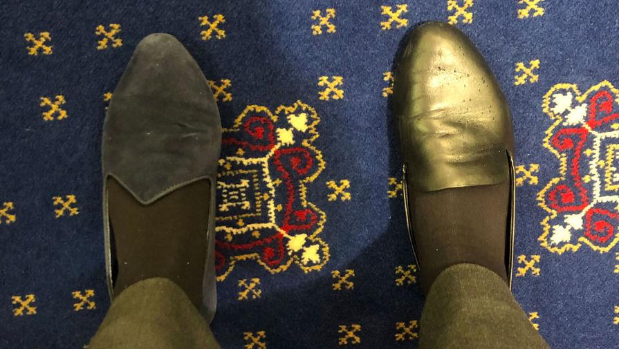 Сенатор пришла на слушания по импичменту Трампу в разных туфлях
