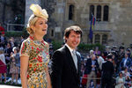 Друг принца Гарри певец Джеймс Блант сженой Софией Уеллсли насвадьбе принца Гарри и Меган Маркл вВиндзоре, 19 мая 2018 года