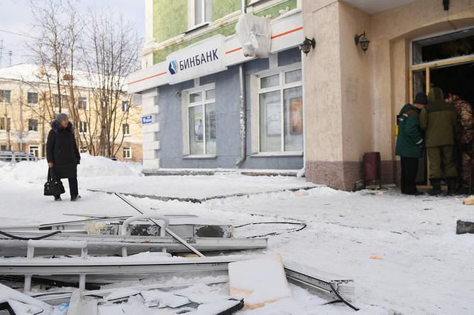Последствия взрыва в помещении банка в Первомайском районе Новосибирска, 22 января 2019 года