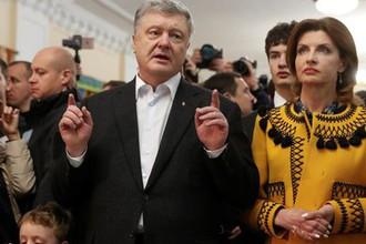 Петр Порошенко и его супруга Марина на избирательном участке