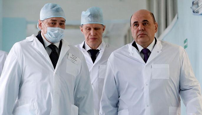 Председатель правительства России Михаил Мишустин во время посещения Курганской больницы скорой медицинской помощи с министром здравоохранения Михаилом Мурашко, февраль 2020 года