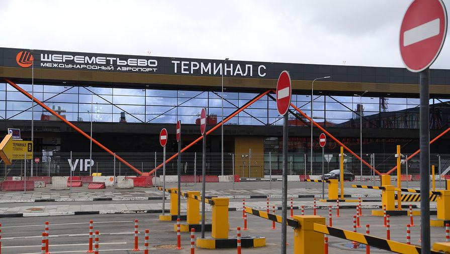 Машина заправки задела самолет в Шереметьево