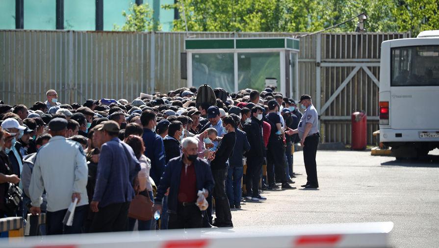 Ситуация у Единого миграционного центра Московской области, 17 мая 2021 года
