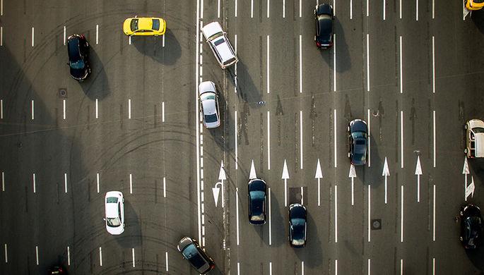 Автомобильный трафик на Зубовском бульваре в Москве