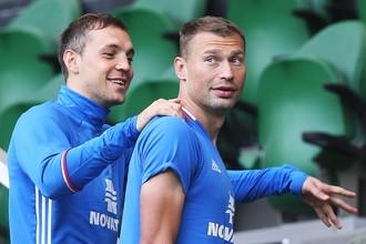Артем Дзюба и Василий Березуцкий на тренировке перед матчем со сборной Коста-Рики