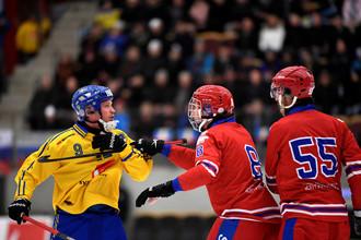 Мужская сборная России по хоккею с мячом в матче со Швецией на чемпионате мира