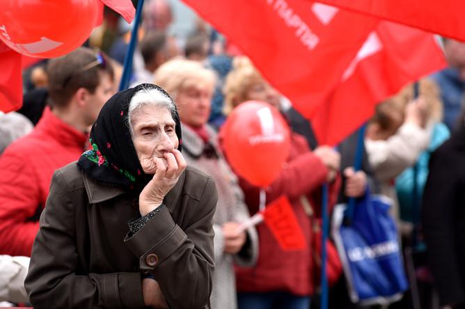 Участница первомайской демонстрации в Киеве, 1 мая 2017 года