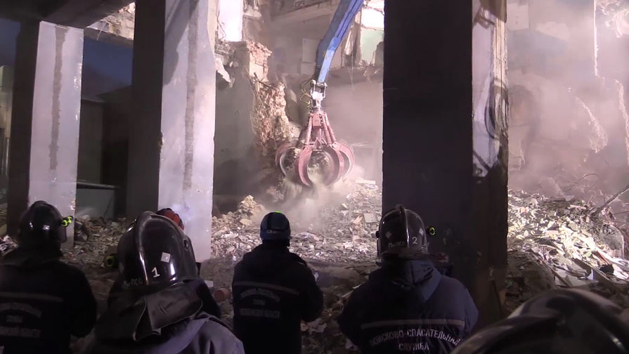 Четырехэтажное здание обрушилось в Тверской области