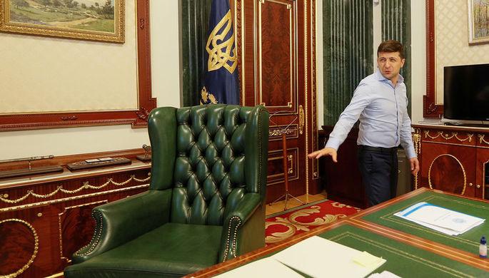 Президент Украины Владимир Зеленский в своем кабинете в Киеве, 19 июня 2019 года