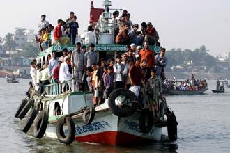 На юге Бангладеш затонул паром с несколькими сотнями пассажиров на борту