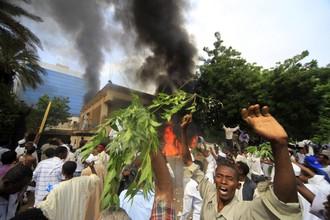 В Судане объектами атак стало не только американское посольство, но и здание дипмиссий Великобритании и Германии. Часть помещений германского посольства выгорела.