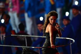 Одно из последних выступлений Виктории Бекхэм в составе Spice Girls во время выступления на закрытии ОИ-2012