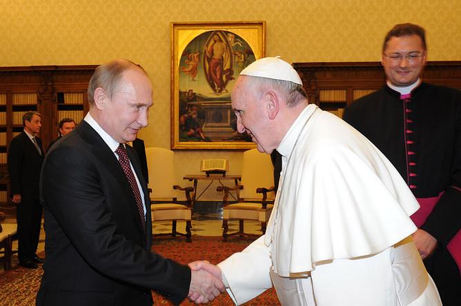 Владимир Путин и папа Римский Франциск во время встречи в Апостольском дворце, Ватикан