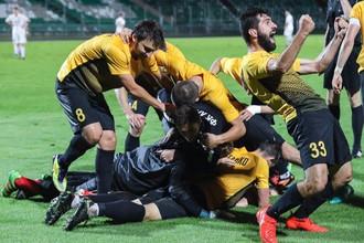 Радость игроков «Арарата» после победного гола на последних минутах