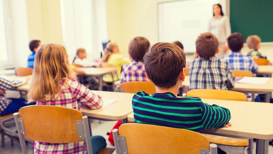Кравцов опроверг сообщения об обязательной вакцинации школьников от COVID-19