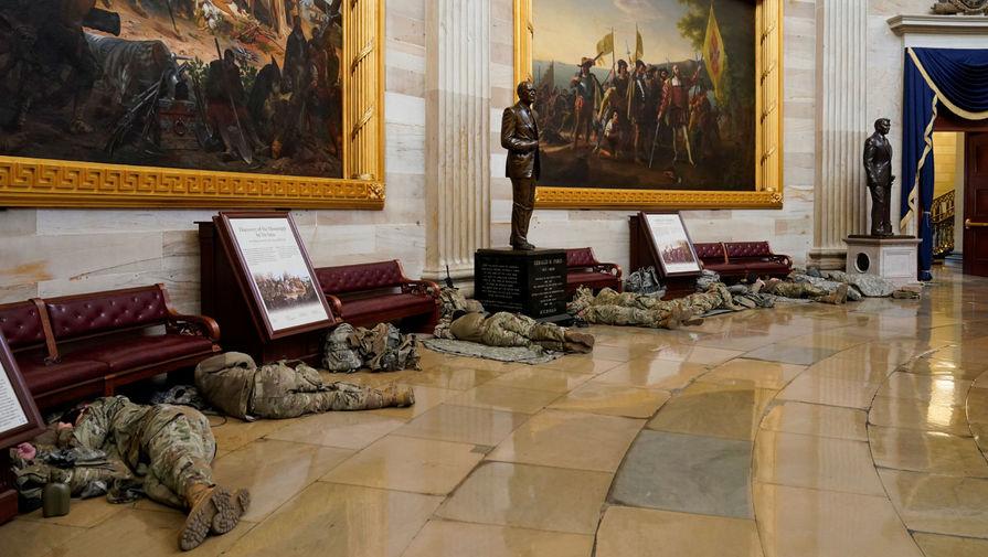 Солдаты нацгвардии в здании Капитолия, 13 января 2021 года