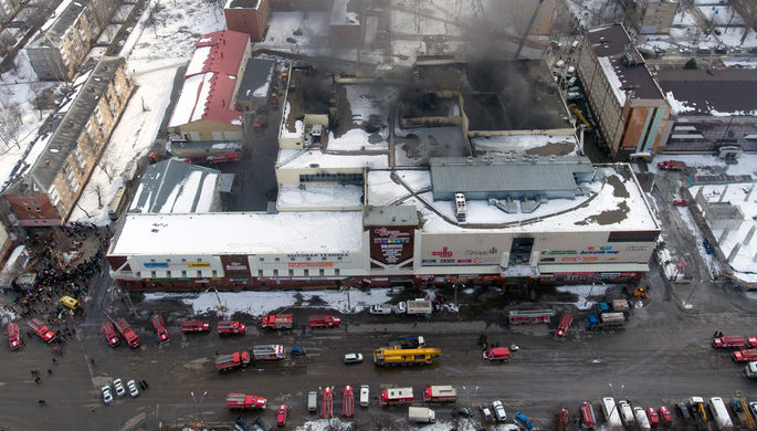 Вид сверху на торгово-развлекательный центр «Зимняя вишня», 26 марта 2018 года