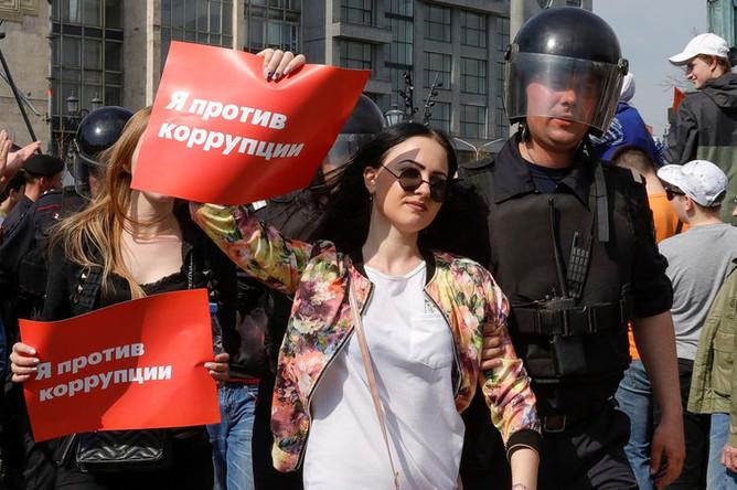 Задержания протестующих во время несогласованной акции сторонников оппозиционного политика Алексея Навального в центре Москвы, 5 мая 2018 года