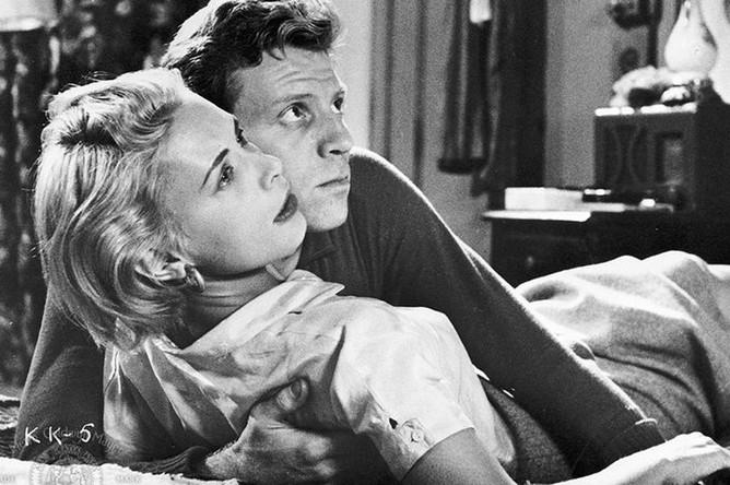 Кадр из фильма «Поцелуй убийцы» (1954)