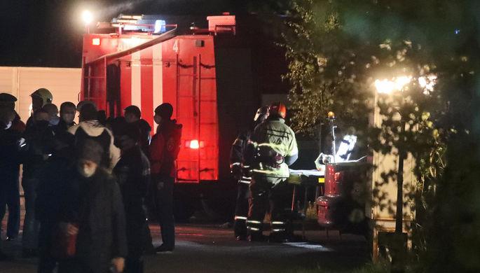 Спасатели на месте пожара в хосписе для тяжелобольных, 11 мая 2020 года