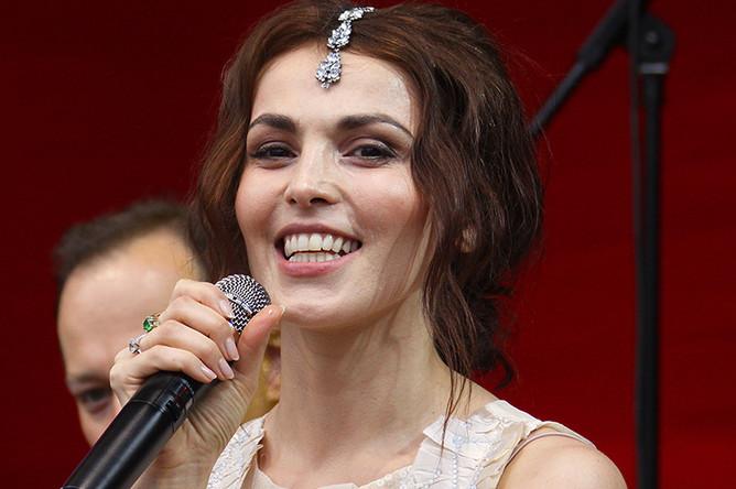 Сати Казанова выступает на фестивале «Усадьба Джаз» в Архангельском